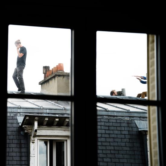 Sur un toit, perchés