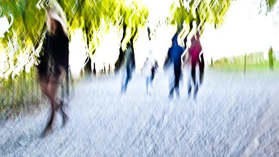 Défilé sous les arbres